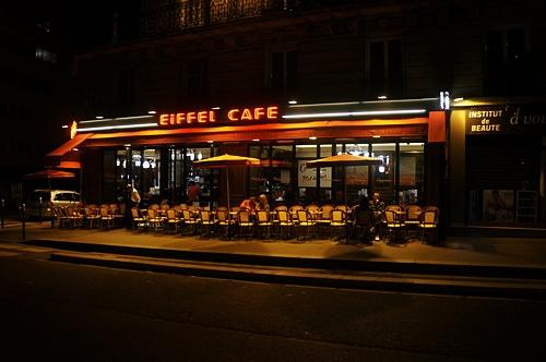 Cafe đêm Pari lãng mạn và tĩnh lặng