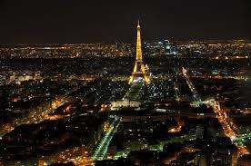 Toàn cảnh Pari với tháp Eiffel nổi bật về đêm