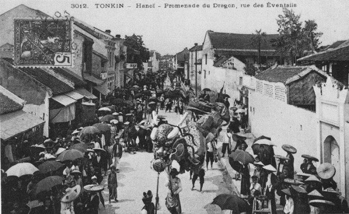 Phố Hàng Quạt  xưa - ảnh chụp Hà nội đầu thế kỷ 20