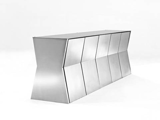 Bộ bàn có vẻ ngoài thời trang với sức chứa lớn và tiết kiệm diện tích.