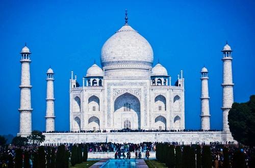 Nhìn toàn cảnh lăng mộ Taj Mahal - một trong những kỳ quan của thế giới mới.