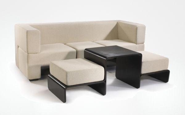 Món nội thất này như một bộ bàn ghế thông thường nhưng có thể gấp gọn trong vài phút.