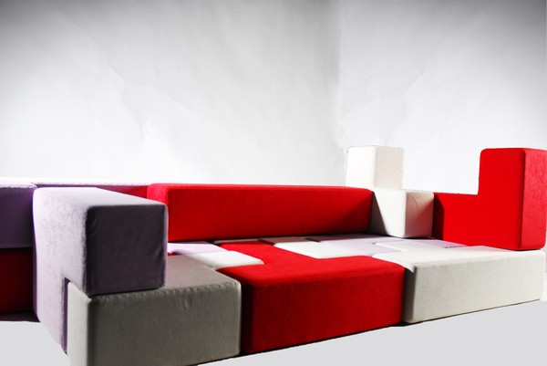 Tuỳ theo sự sáng tạo, bạn có thể ghép chúng thành những món nội thất như giường, ghế...