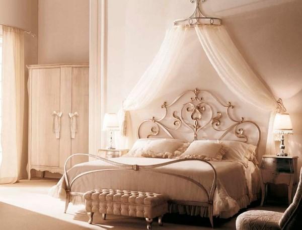 Chiếc giường mềm mại, sang trọng và không kém phần tinh tế.