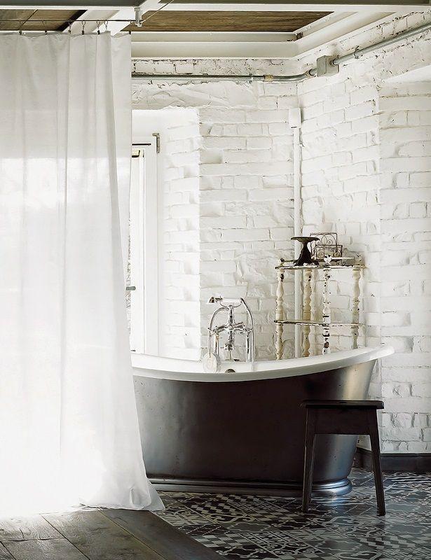 Sơn trắng tường nhà tắm