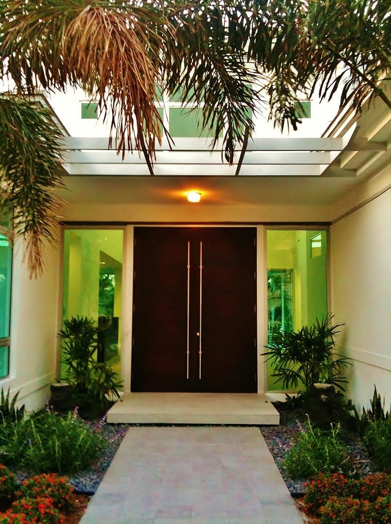 Thiết kế cửa gỗ đẹp sang trọng và an toàn
