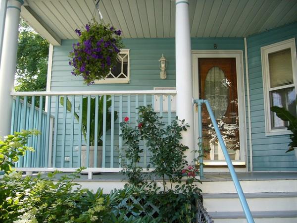 Wedo thiết kế không gian trước nhà đẹp với hoa