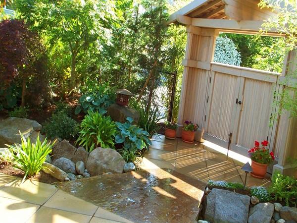 Wedo thiết kế cửa nhà đẹp và sang trọng với vườn rau