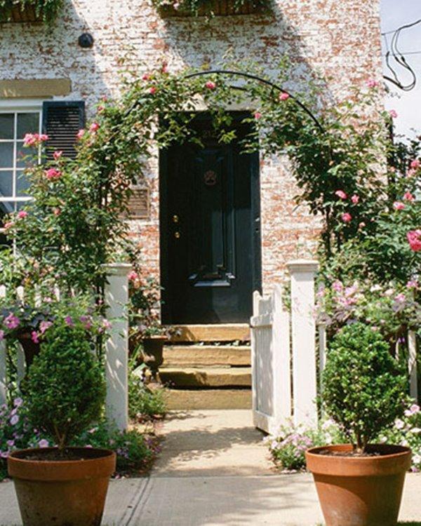 Wedo thiết kế cửa ra vào và không gian ngoại thất trước nhà đẹp và gần gũi, ấm áp