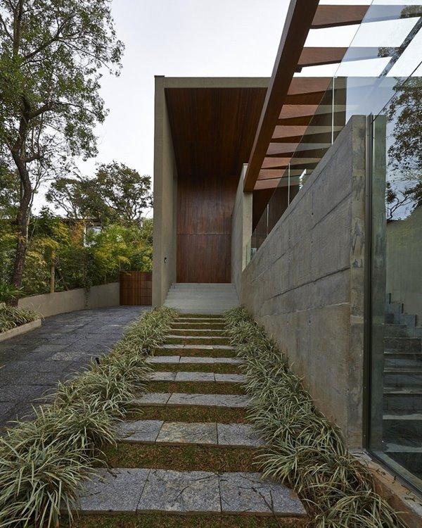 Wedo thiết kế cửa ra vào và không gian ngoại thất trước nhà đẹp, sang trọng và độc đáo