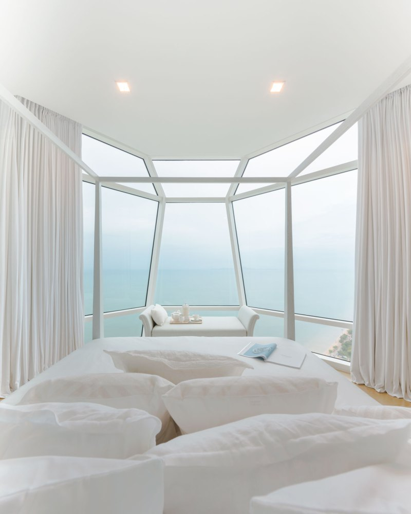 Wedo thiết kế nội thất phòng ngủ sang trọng cho căn hộ bên bờ biển