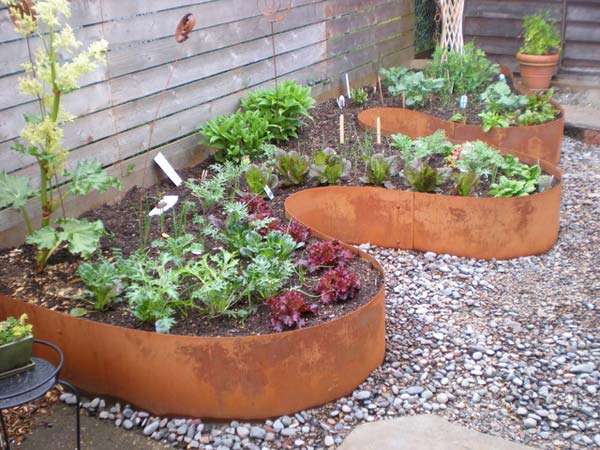 Wedo thiết kế tiểu cảnh sân vườn đơn giản và độc đáo với tấm tôn tái chế