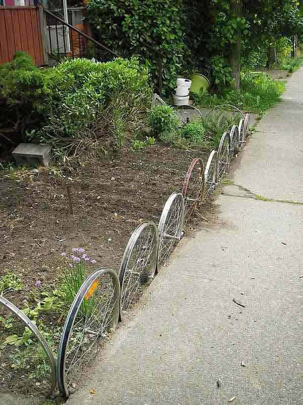 Wedo thiết kế tiểu cảnh sân vườn đơn giản và độc đáo với bánh xe cũ