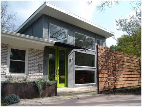 Wedo thiết kế cửa ra vào với màu xanh lá cây