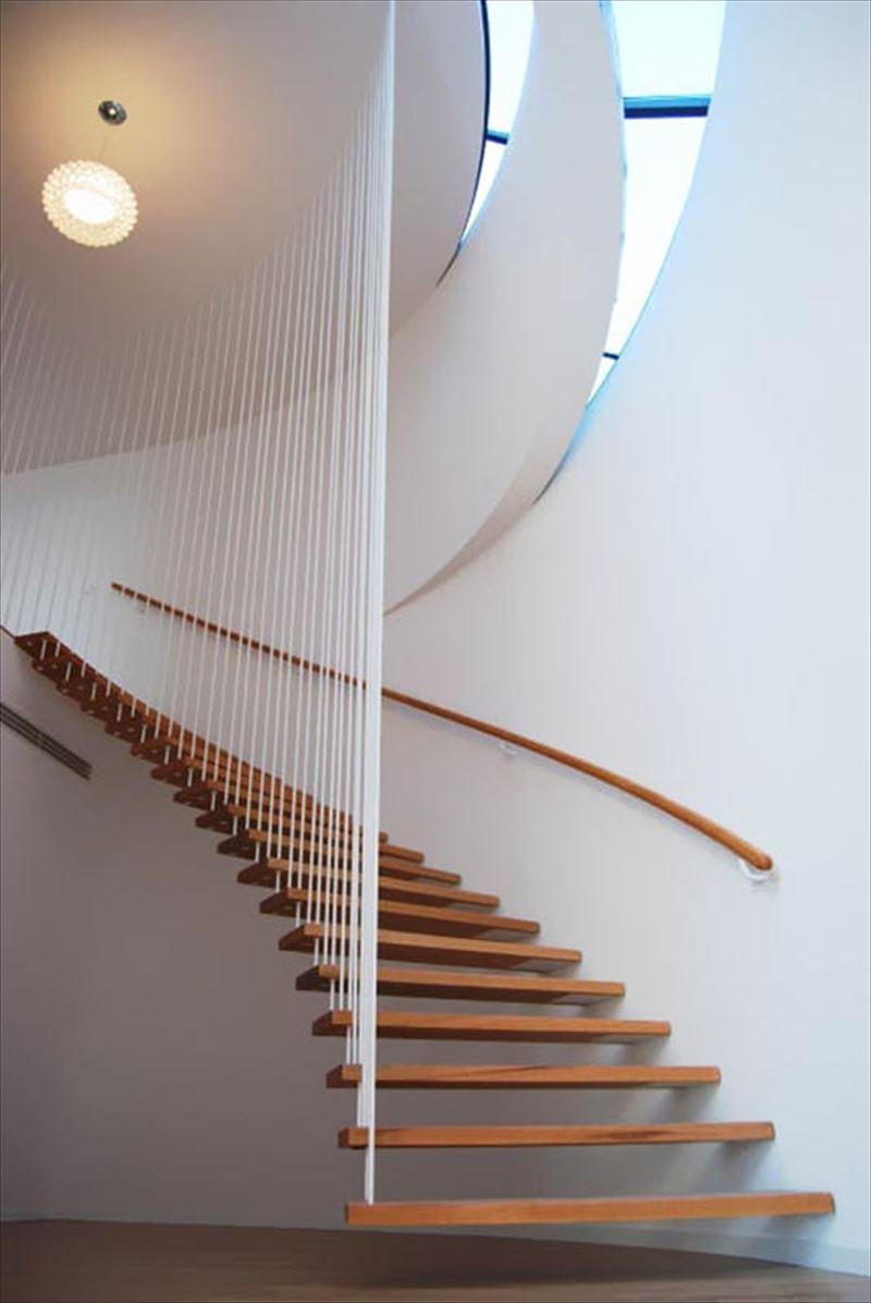 Wedo thiết kế cầu thang gỗ hiện đại cho nhà sang trọng, thanh lịch