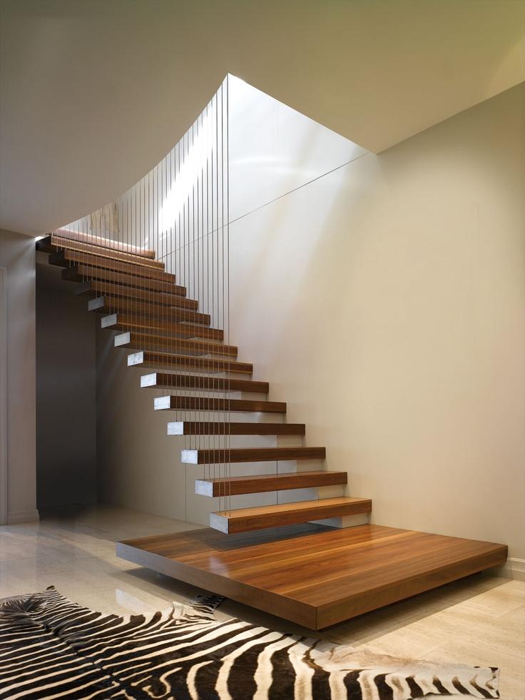 Wedo thiết kế cầu thang gỗ hiện đại, sang trọng cho nhà phố