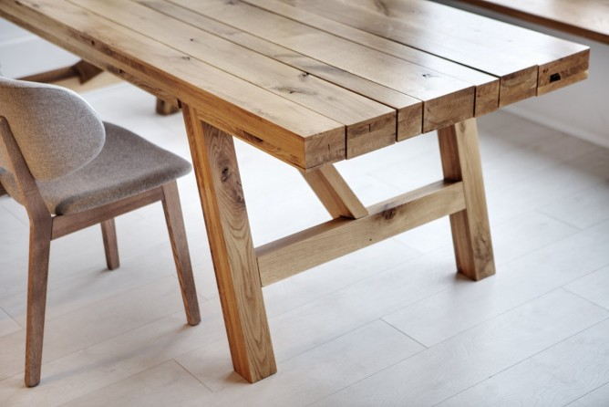 Wedo thiết kế nội thất với gạch trần đơn giản, hiện đại cho phòng ăn gia đình trẻ