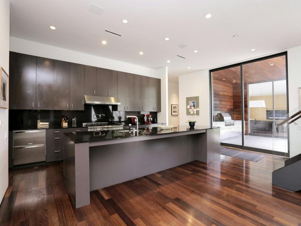 mẫu thiết kế nội thất nhà bếp hiện đai, đơn giản và tiện nghi