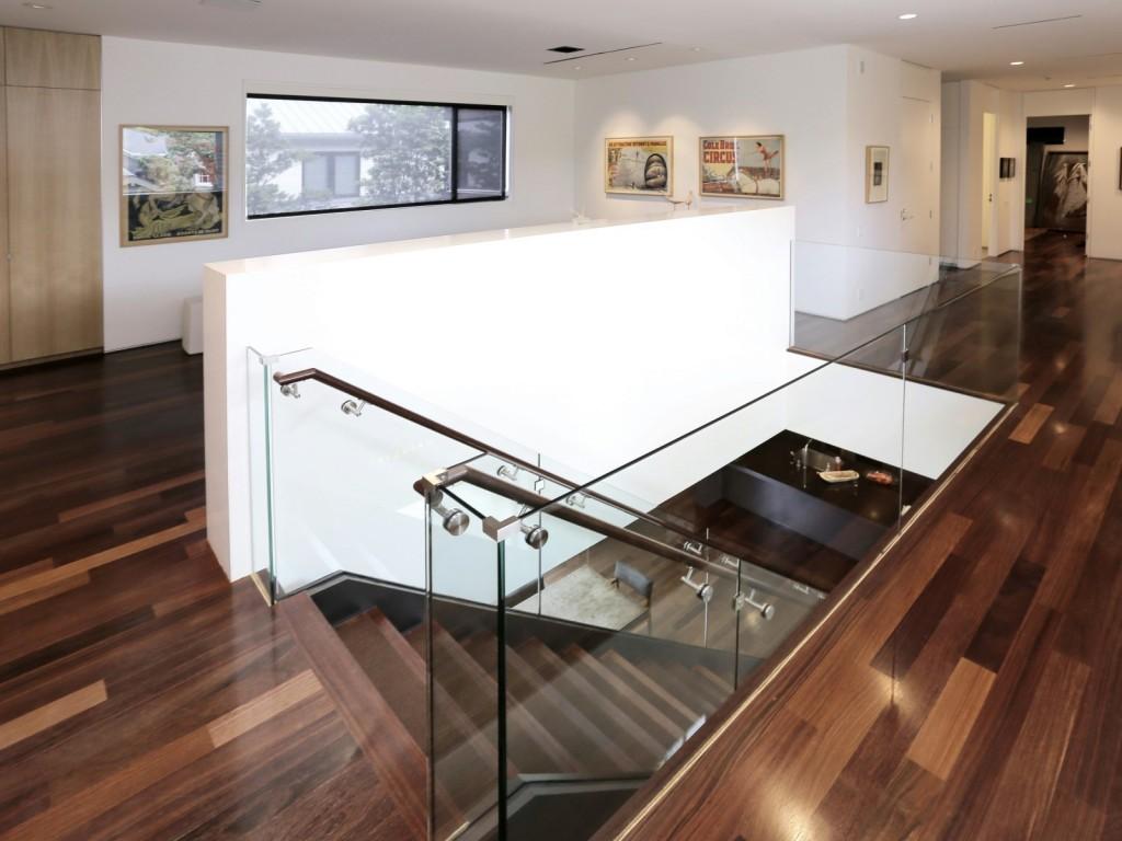 mẫu thiết kế cầu thang hiện đai, đơn giản và tiện nghi