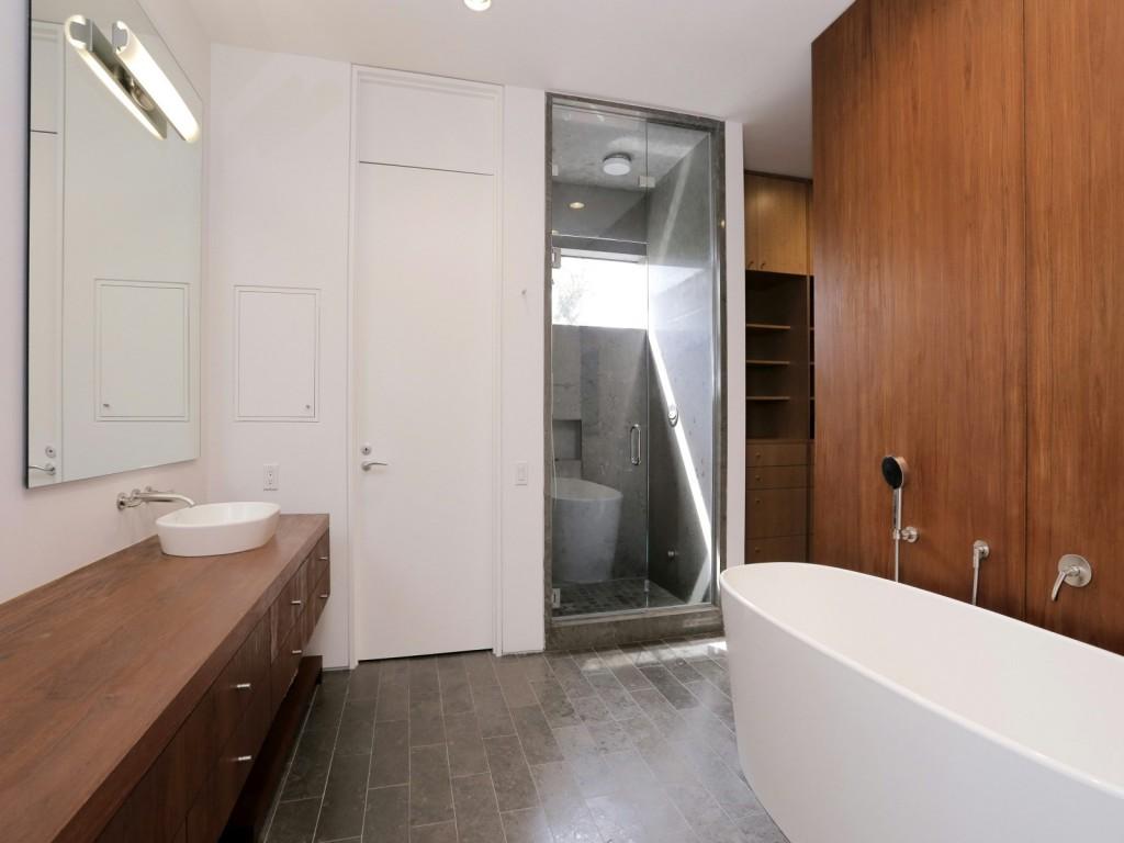 mẫu thiết kế nội thất phòng tắm hiện đai, đơn giản và tiện nghi