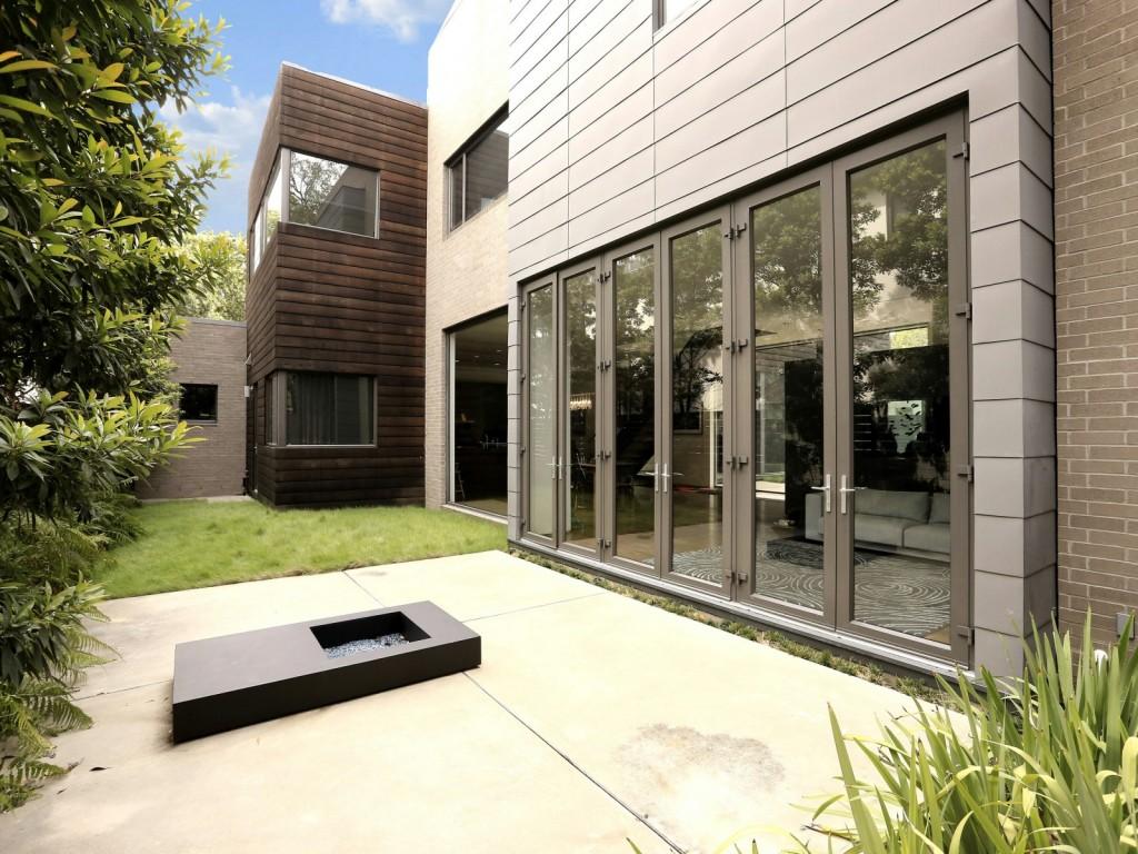 mẫu thiết kế ngoại thất nhà hiện đai, đơn giản và tiện nghi