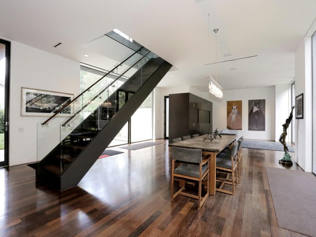 mẫu thiết kế cầu thang nhà hiện đai, đơn giản và tiện nghi