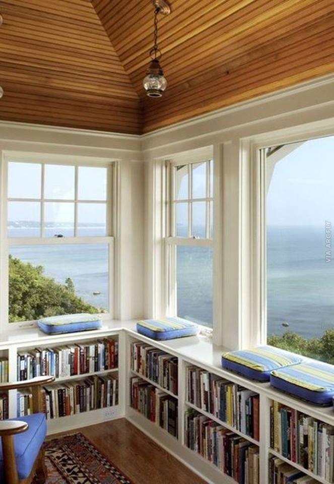 Балкон-библиотека: прекрасное место для чтения..