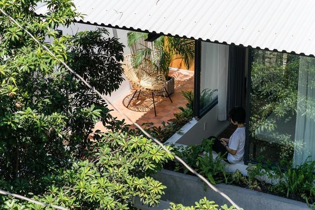 [Ảnh] Thiết kế đặc biệt giúp ngôi nhà ở TP HCM chống lại nắng nóng - Ảnh 13.