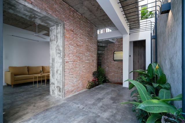 [Ảnh] Thiết kế đặc biệt giúp ngôi nhà ở TP HCM chống lại nắng nóng - Ảnh 6.